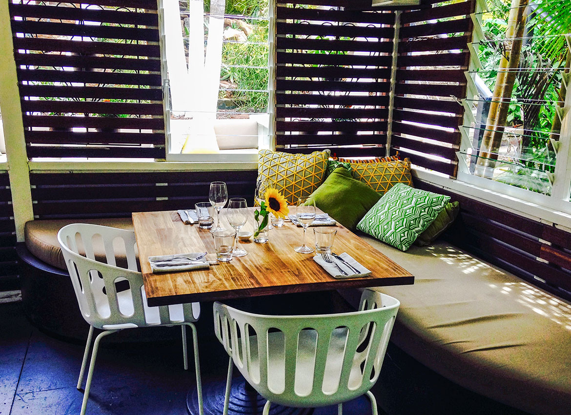 Chic dining on Bombini's verandah